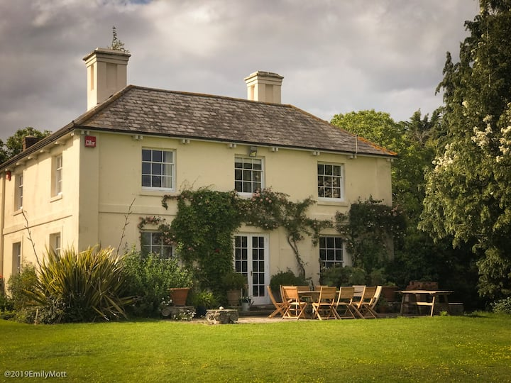 Beautiful farmhouse with pool in South Downs Park
