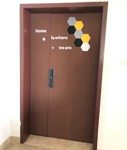 进入房子的大门是母子门,有一米多宽