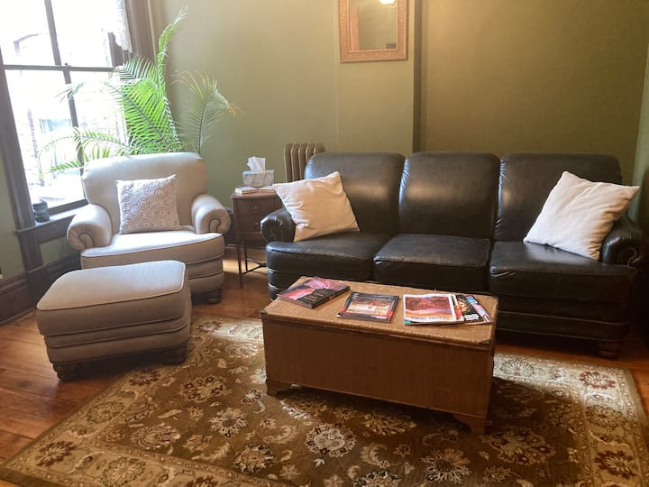 King Suite in Historic Downtown Dubuque