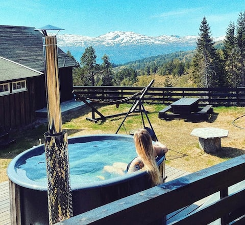 Charming mountain sets in Nordfjord with swimming pool