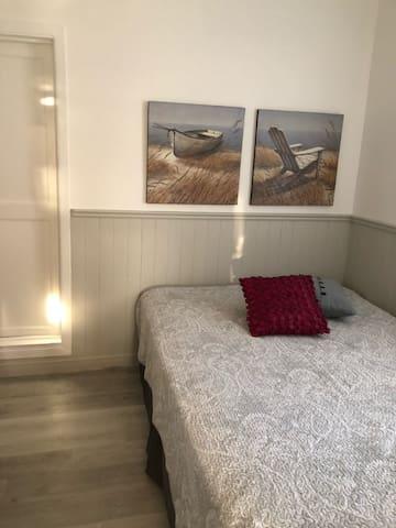 La chambre des maitres, un lit double