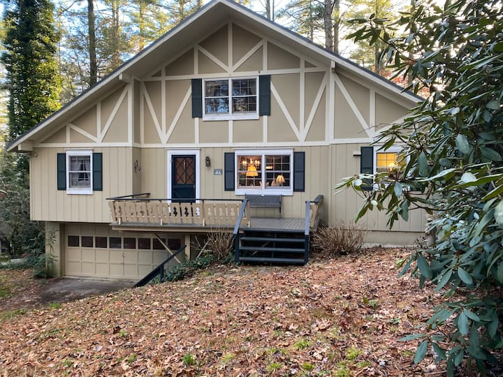 Cobb's Cozy Cottage - 5  minutes from Main St