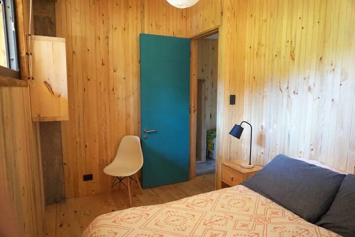 Dormitorio 5, cama dos plazas. Fifth Bedroom, double bed.