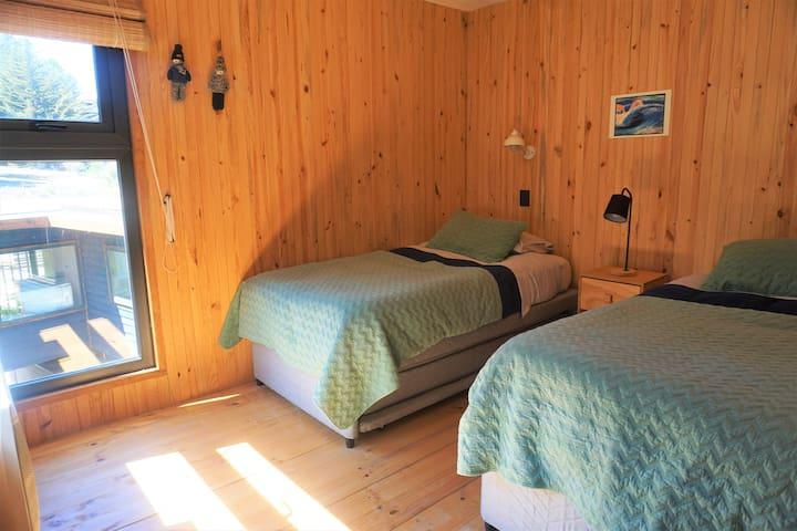 Tercer Dormitorio, segundo piso, 2 camas 1.5 plazas, cama nido 1 plaza. Third Bedroom in second floor, 2 bed 1.5, trundle/hideaway bed 1.