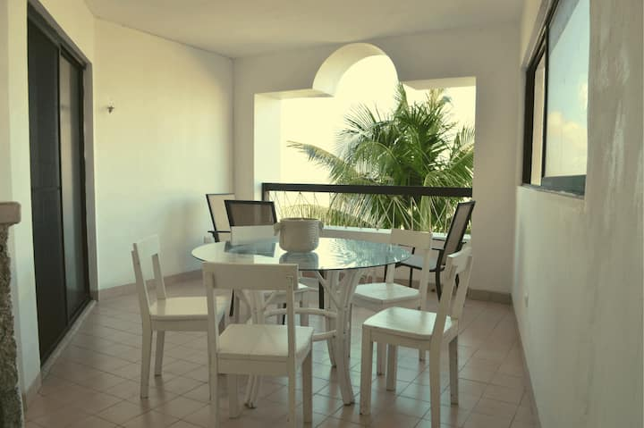 Spacious beachfront apartment 3BR+2BR Chicxulub Puerto
