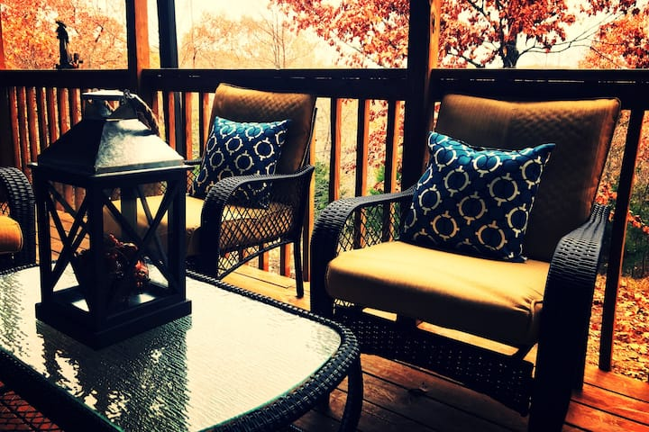 Couples Getaway for two! -Branson MO