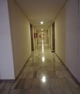pasillo y entrada al apartamento