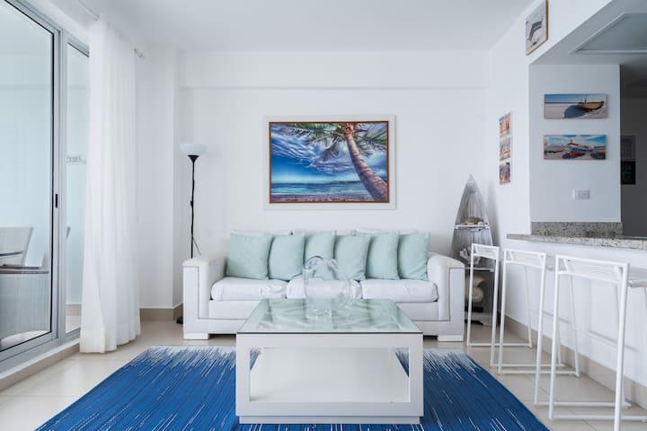 Chic Beachfront Apt. w/5 beds Las Olas Juan Dolio