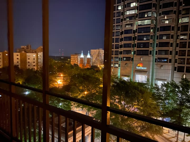 21F - COMPLETE RENOVATION on a 1 BD 1 BA condo in downtown Atlanta!