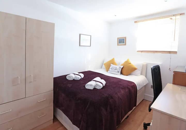 PRIVATE MASTER BEDROOM IN EUSTON SQUARE (121)