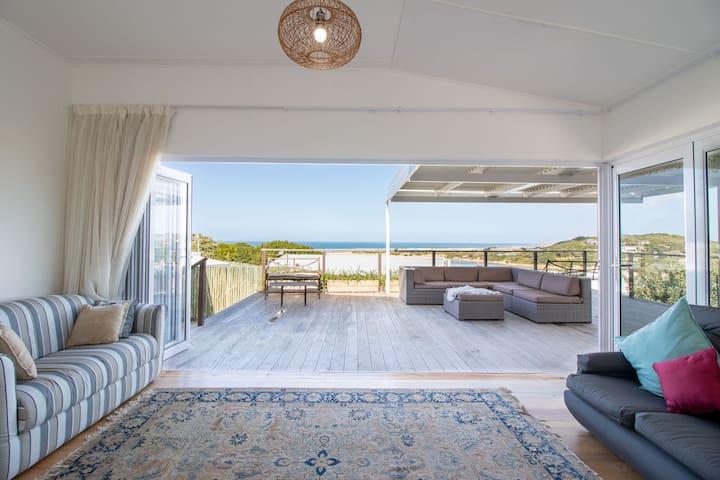 Newington House - Casual Beach House
