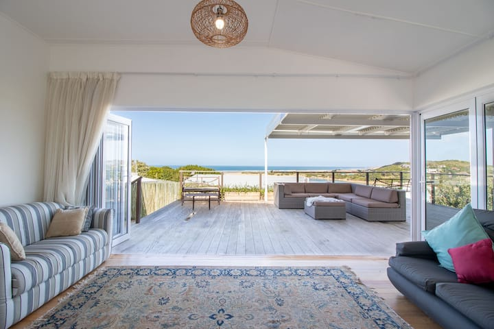 Newington House - Casual Beach House