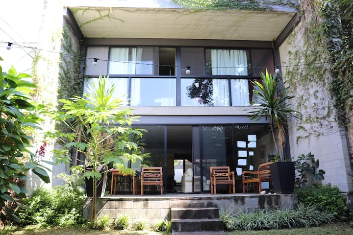 Casa ampla e moderna, próxima à  Vila Madalena