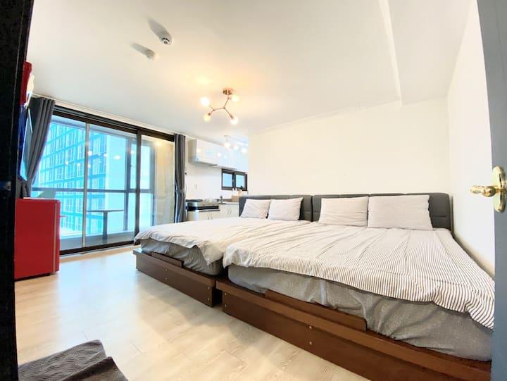 3mins to Myeongdong Stn / 4ppl / Kitchen / 2 Q-Bed