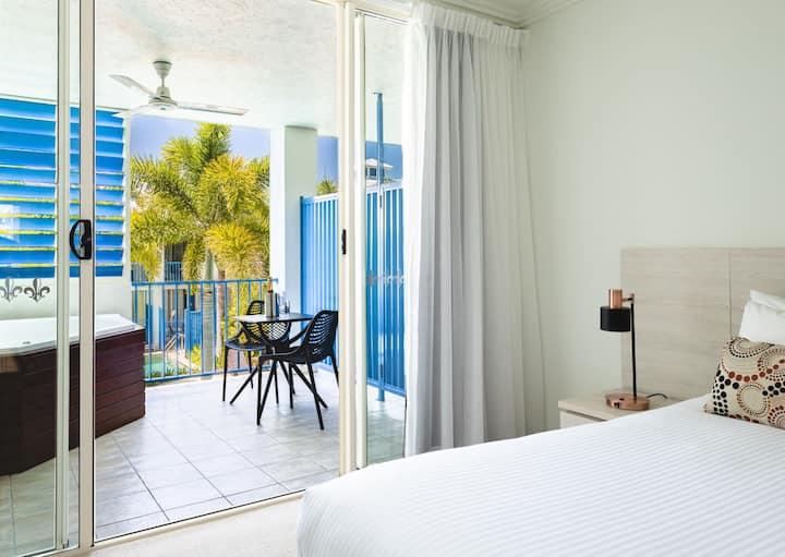 Silkari Hotel Balcony Spa Room
