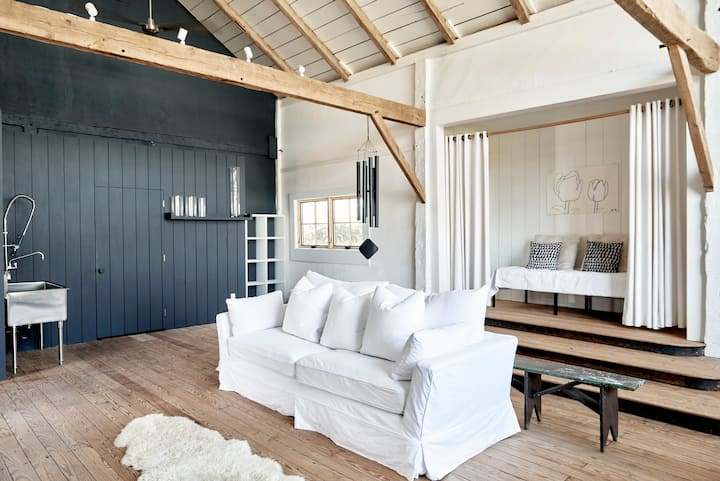 NORTH FORK  Chic and Modern Barn & Cottage