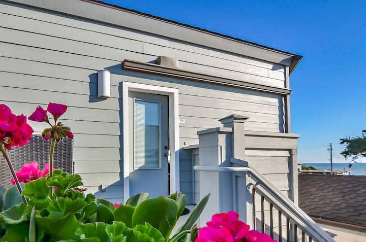 Downtown Cayucos Condo Across from the Beach