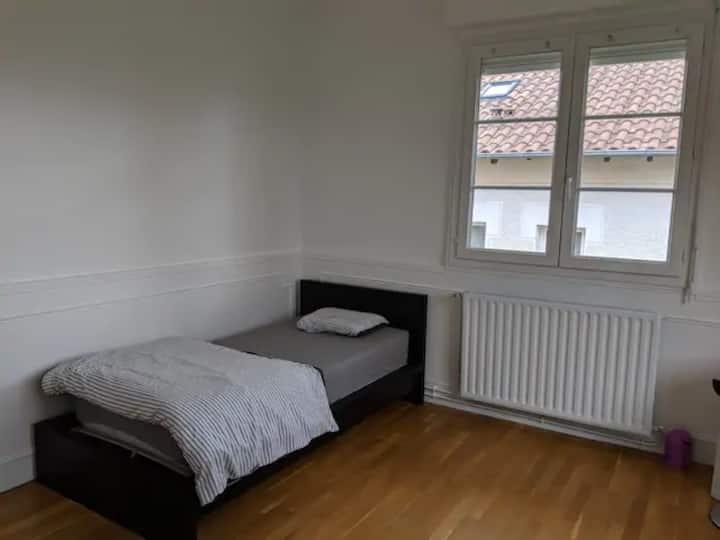 Chambre privée lit simple