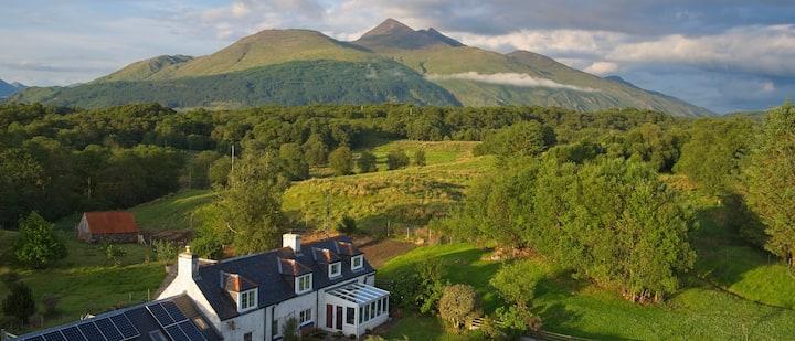 The Farmhouse- traditional Scottish home near Oban