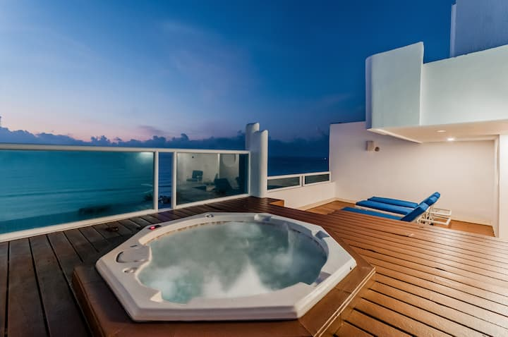 Penthouse, private jacuzzi, panoramic ocean view