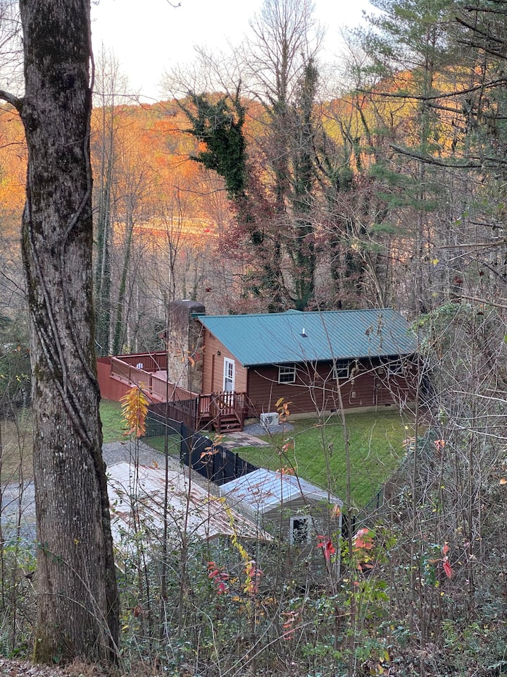 NEW LISTING! Stunning Cabin 4 miles from Casino