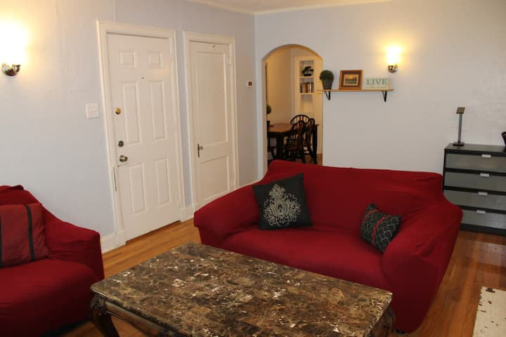 Comfy Flat Only 3 Blocks from Lower Greenville!