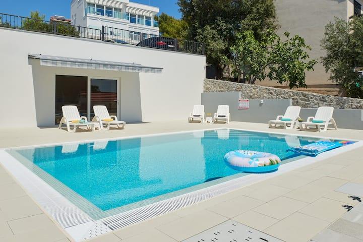 Villa ZEN  Trogir - Overflow POOL equipped, modern