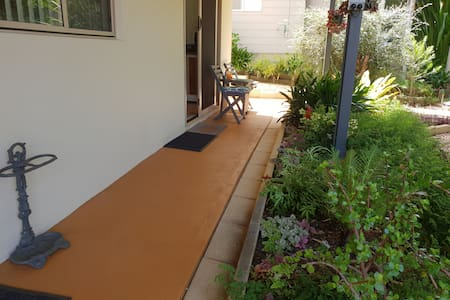 Wide access from driveway to door