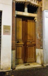 Porte d'entrée code B1A60 ou pass Vigik. Main door code B1A60 or pass.