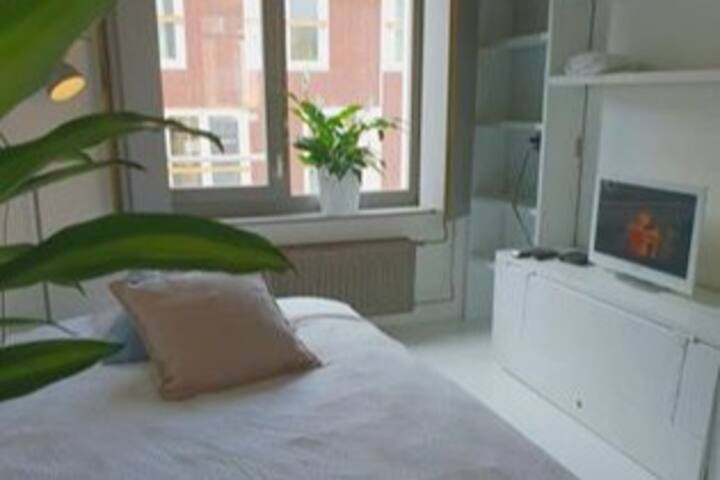 A lovely room in the trendiest area in Amsterdam!