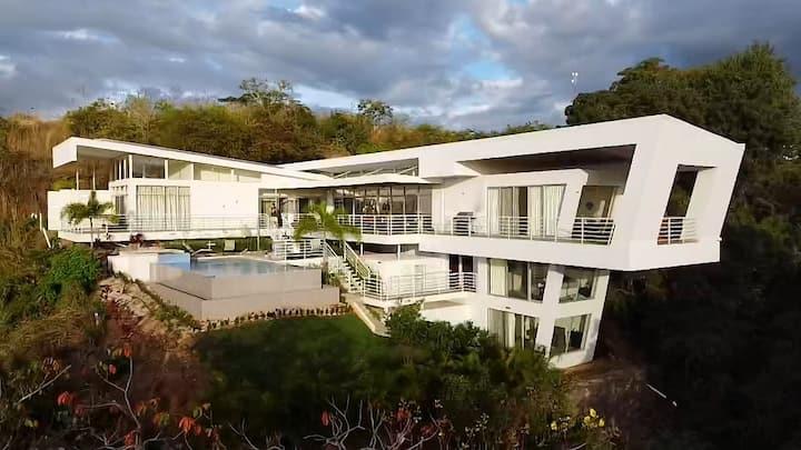 Lux Private Villa Retreat 6BR! - By Beach, Airport