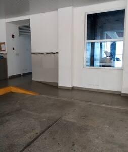 acceso del estacionamiento al edificio