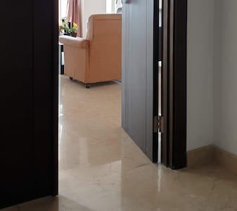 Wide entrance. Two side door can be open for wide access. ** Pintu utama terdiri dari 2 daun pintu yang bisa dibuka lebar.