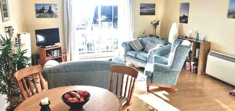 Spacious 3-bedroom holiday apartment near beach