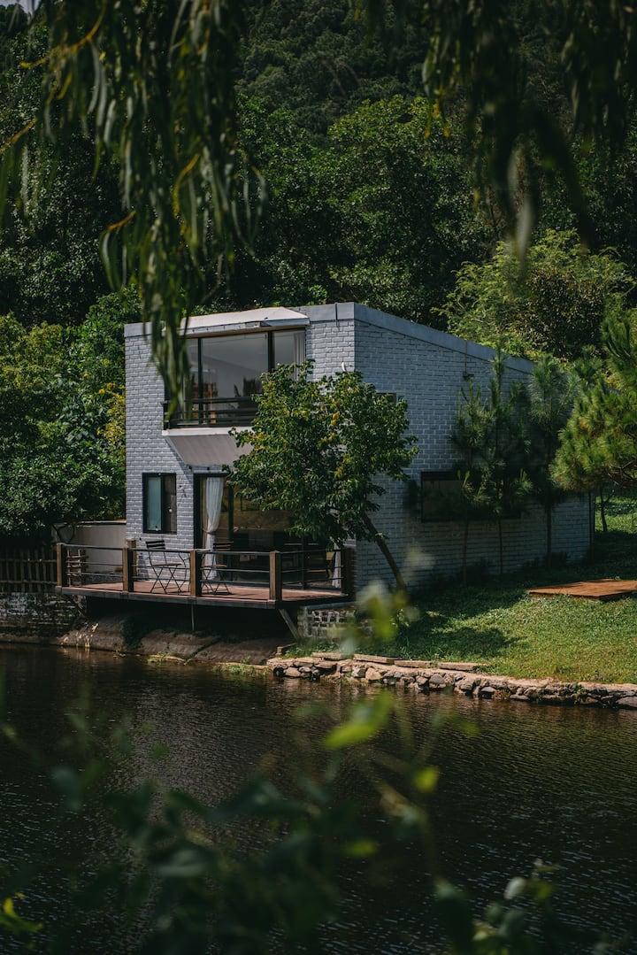 Nha Ben Rung (U Lesa) - Lakeside Villa