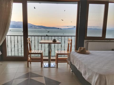 Beautiful Room with Lake View - FULYA PENSION
