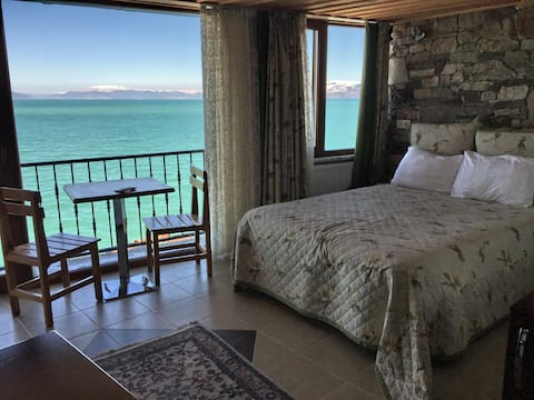 Beautiful Room with Lake View - FULYA PENSION