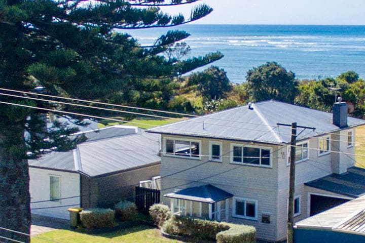 Taranaki Beach House - Great Sea Views