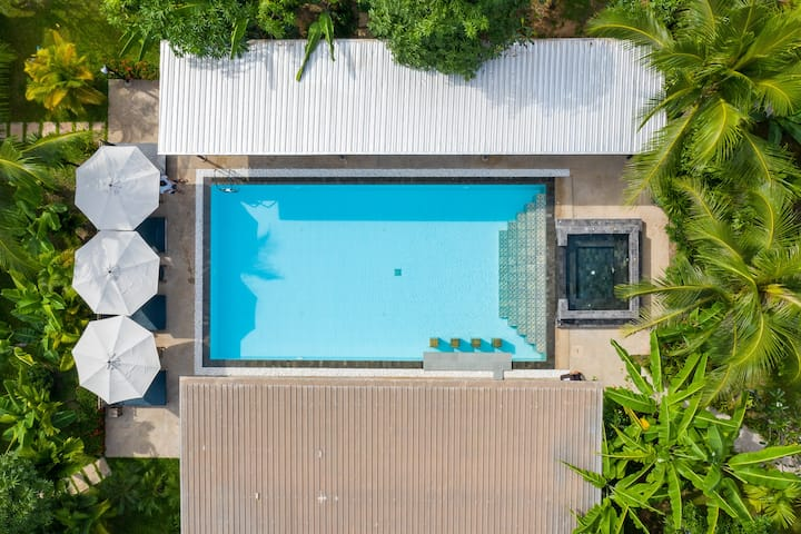 cosy pool villa 5pax,breakfast and jacuzzi