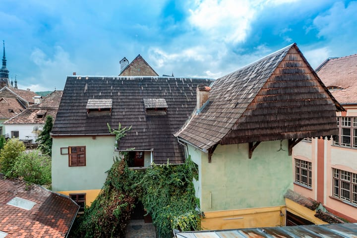 Burg-Hostel - Bed in 4-bed-room common bath E102