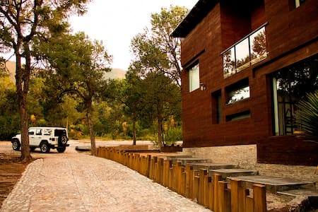 Moderna cabaña en la sierra de Arteaga