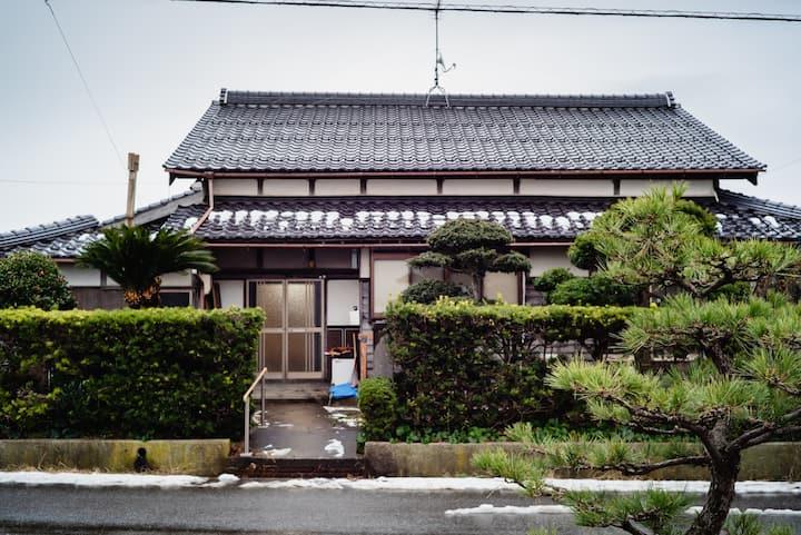 海山田畑に囲まれたリノベ古民家でサステナブルな暮らし体験~ワーケーションもできる宿~和室&書斎貸切