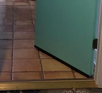 Įėjimas iš lauko į pastatą be laiptelių
