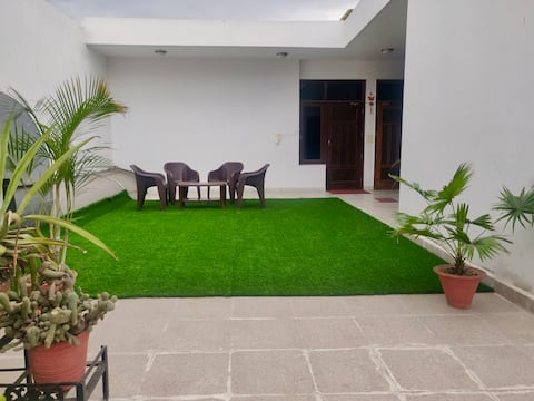 Backpacker abode-Comfortable homestay with privacy