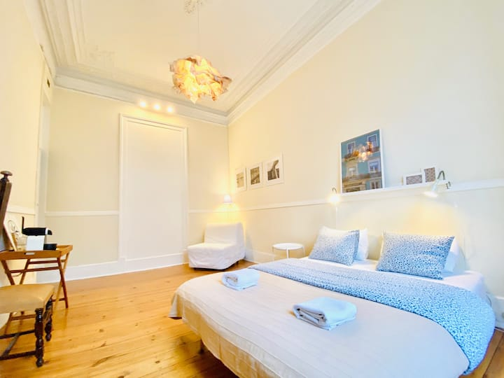 Bright and spacious private triple room