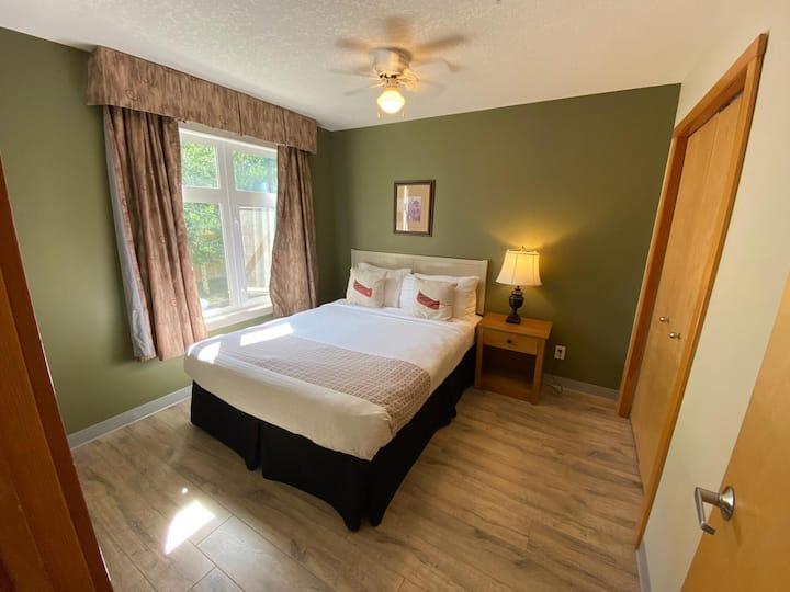 One Bedroom Suite with One Queen Bed