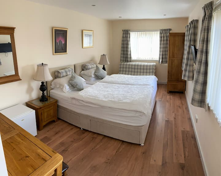 Aurora 4* Guest House with breakfast included(R9)