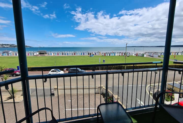 Seaside Flat with Stunning Views (Penny's Place)