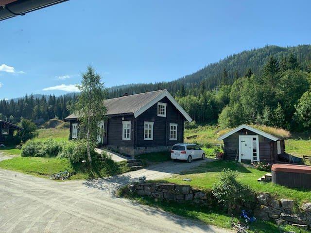 Koselig tømmerhus midt i Ål skisenter