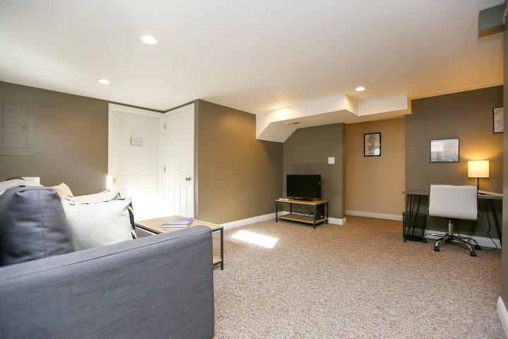 Spacious Downstairs Suite close to Lake Washington